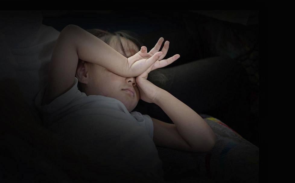 Liian lyhyet yöunet voivat näkyä levottomuutena päiväsaikaan.