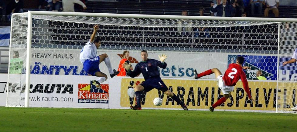 Syyskussa 2002 Suomi hävisi EM-karsinnassa Walesille Olympiastadionilla. Jari Litmanenkaan ei tällä kertaa osunut.