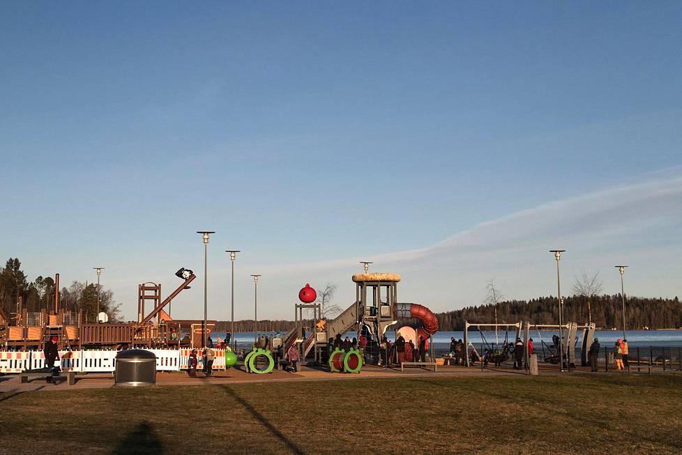 Oittaan leikkipuisto Espoossa oli täynnä lapsia 5. tammikuuta 2020.