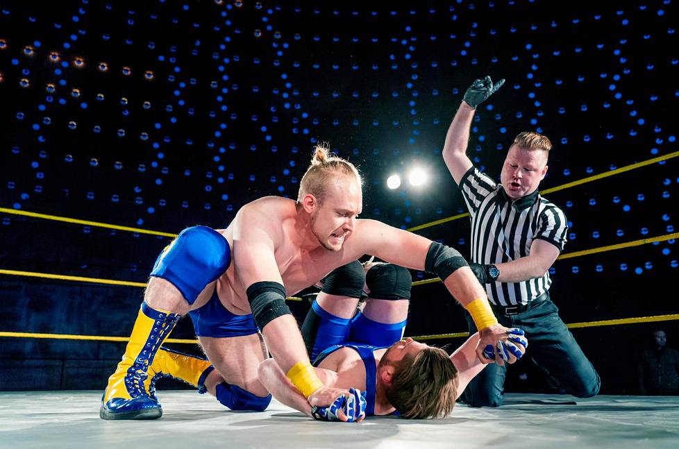 Toni Tamminen otteli virolaista Kert Kukkia vastaan SLAM Wrestling Finlandin ottelussa Helsingissä kesäkuussa.
