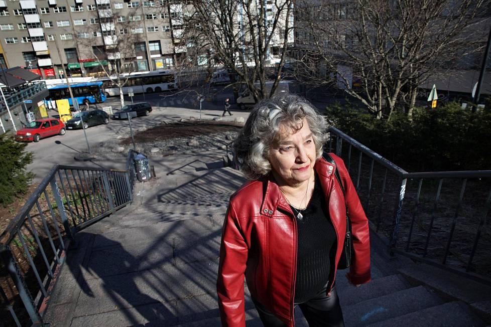 Kalliossa asuva Liisa Lehto äänesti eduskuntavaaleissa Jussi Halla-ahoa, koska tuntee olonsa nykyään turvattomaksi asuinalueellaan.