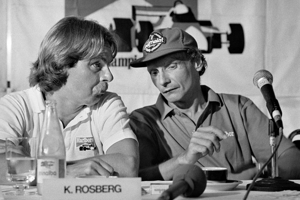 Niki Lauda ja Keke Rosberg keskustelivat vuonna 1985 Brasilian GP:n tiedotustilaisuudessa. Rosberg ajoi silloin Williamsilla ja Lauda viimeistä kauttaan McLarenilla.