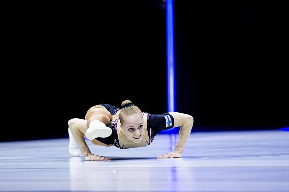 Fanny Samppa valittiin vuoden aerobic-urheilijaksi Suomessa.