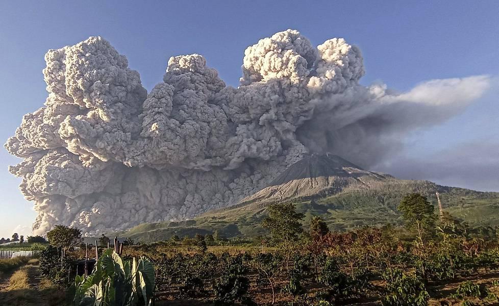 Indonesia sijaitsee Tyynenmeren tulirenkaalla, jossa purkaukset ja maanjäristykset ovat yleisiä.