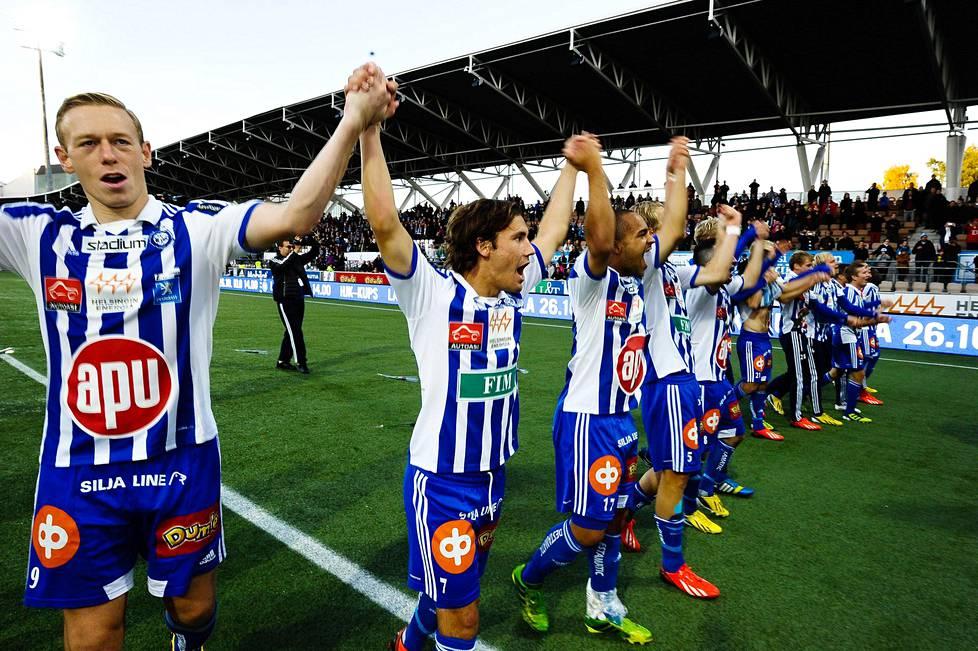 Mikael Forssell juhli Suomen mestaruutta HJK:ssa kaudella 2013, jolloin hän teki 14 maalia ja antoi viisi maalisyöttöä, jotka olivat kaikki kantapääsyöttöjä.