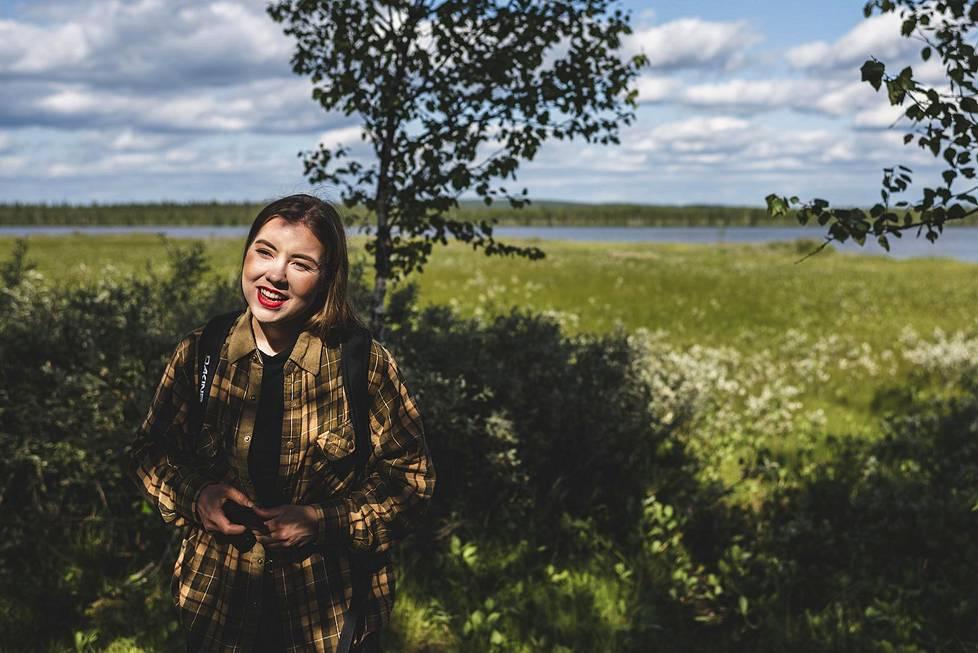 Vaalipaneeleissa suonsuojelija Riikka Karppinen oli yleensä eri mieltä kuin muut lappilaiset ehdokkaat, oli puhe sitten alkuperäiskansoja koskevasta ILO 169 -sopimuksesta, Jäämeren junaradasta tai kaivoksista.