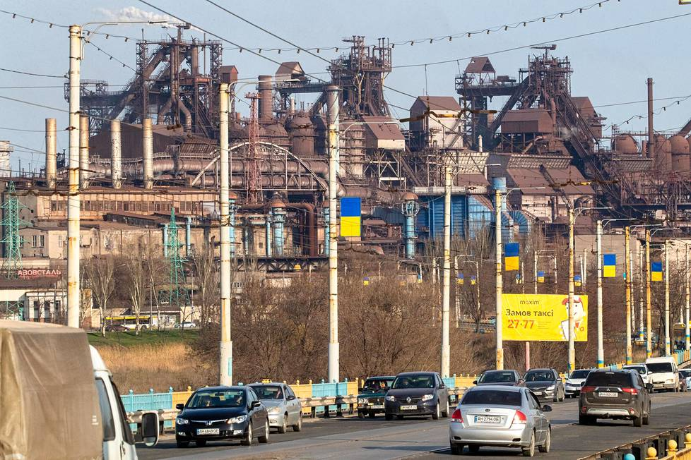 The main employer in the Mariupol region is the steel industry.  The picture shows the Azovstal factory.  The main owner of both the Azovstal and Ilyich factories is, through his companies, the Donetsk oligarch and the richest man in Ukraine, Rinat Ahmetov.