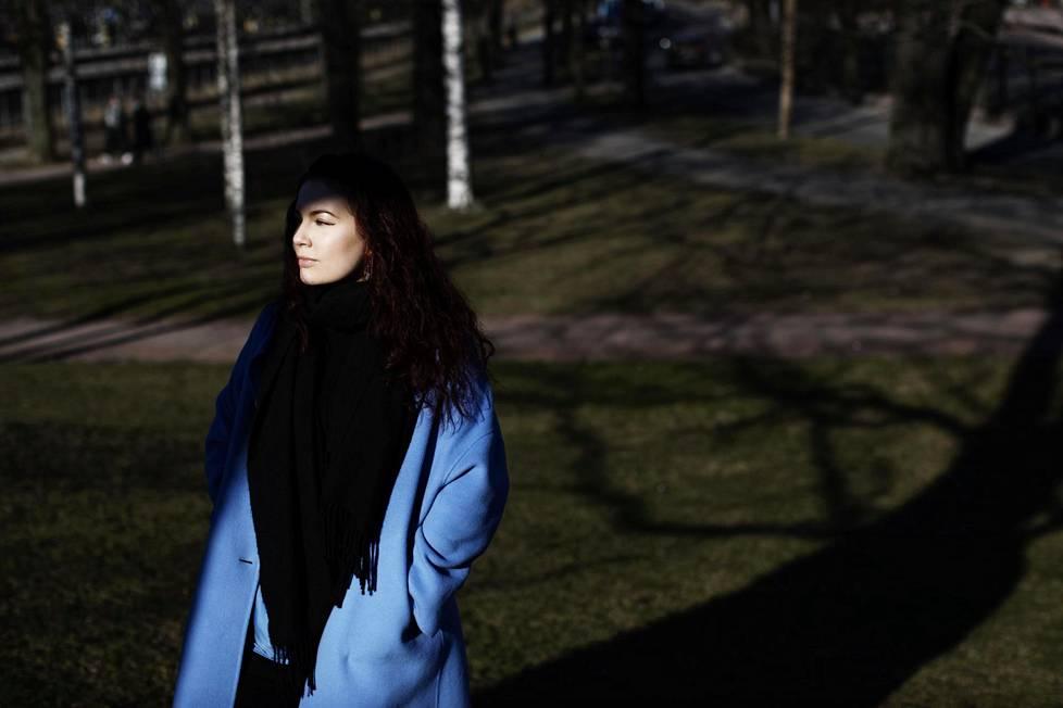 Pia Malinen suoritti kandidaatin tutkintonsa huippuarvosanoilla. Nyt hän opettelee laskemaan rimaa.