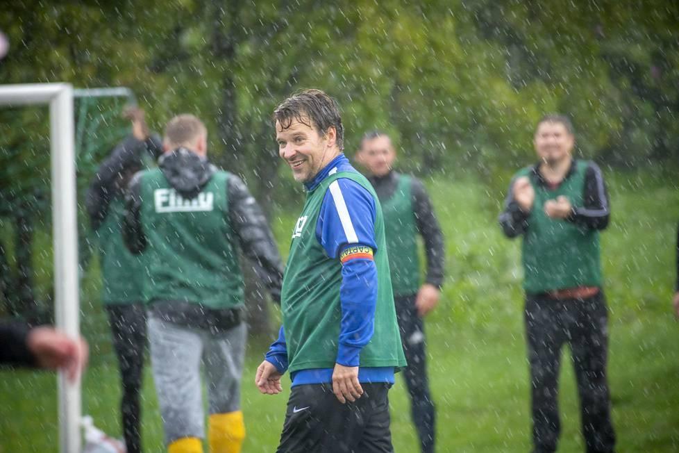 Europarlamentaarikko Ville Niinistö osallistui syyskuun puolivälissä Turussa pelattuun rasisminvastaiseen jalkapallo-otteluun.
