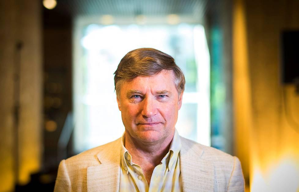 John Barrow on luennoinut universumista niin Turussa kuin Downing Streetilla. Hän on tuttu maailmanselittäjä myös Britannian yleisradioyhtiön BBC:n kanavilla.