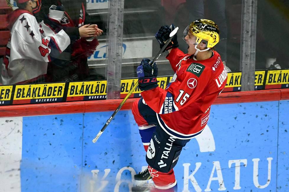 HIFK:n Anton Lundell juhlii maaliaan jääkiekon Liigan ottelussa HIFK - Jukurit Helsingissä maaraskuussa.