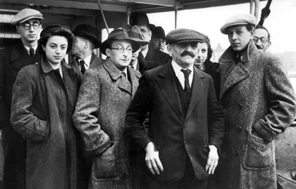 Näitä pakolaisia ei Suomeen haluttu. Ariadne-laivalla Suomeen saapuneita juutalaisia vuonna 1938.