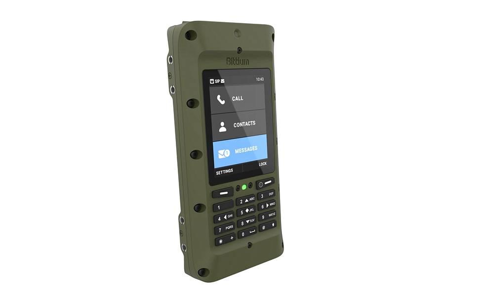 Puolustusvoimien ostamat Bittiumin ip-siirtolaitteet ovat noin 18 senttiä pitkiä, yhdeksän senttiä leveitä ja kolme senttiä paksuja. Laite painaa 580 grammaa.
