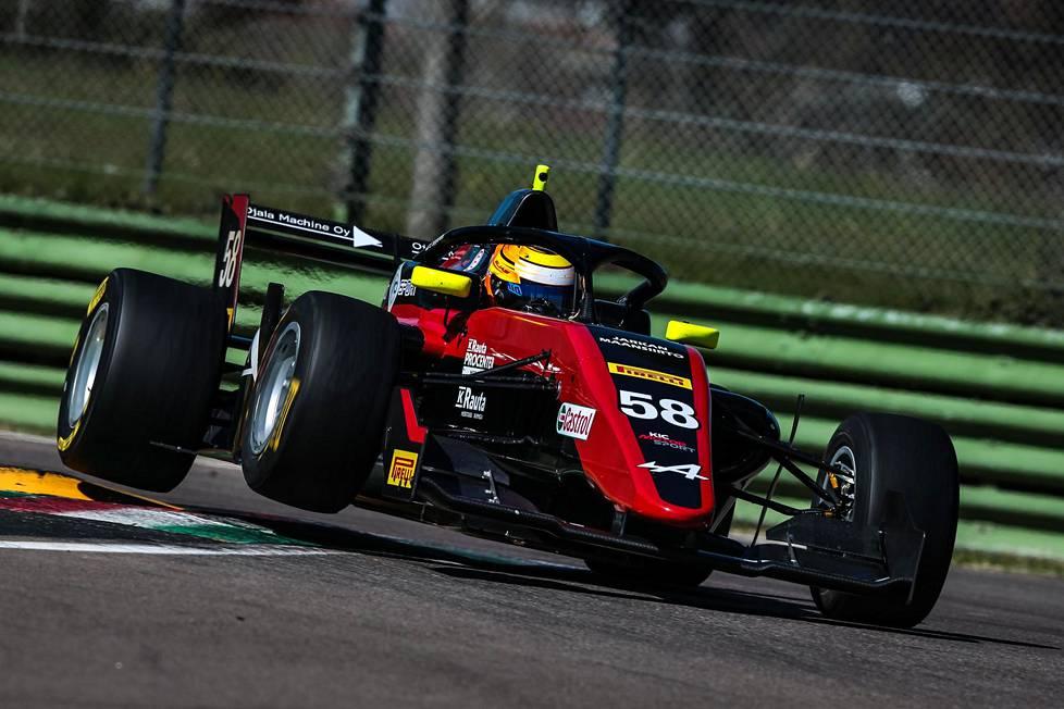 Elias Seppänen ajaa ensimmäistä kauttaan F3-sarjan autolla.