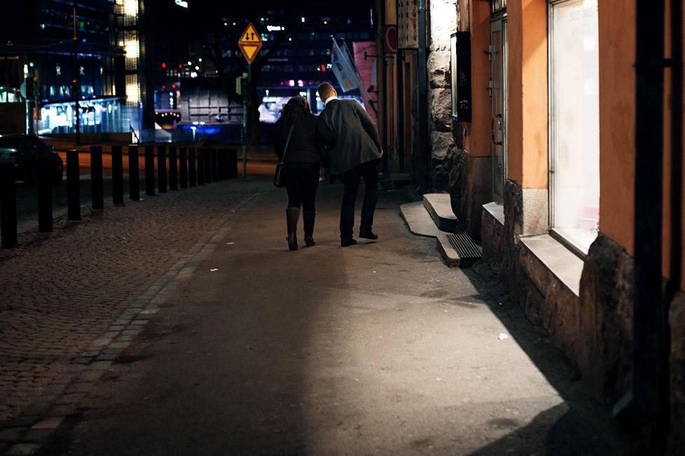 After approaching a woman standing in a central Helsinki street, a man headed to an ATM with her on a weekend night in December.