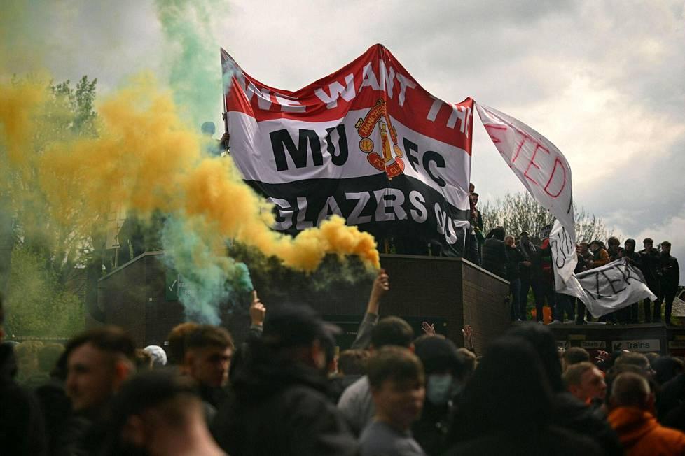Manchester Unitedin kannattajien suurin protesti oli viime sunnuntaina. Sen seurauksena Manchester Unitedin ja Liverpoolin välinen ottelu peruttiin.