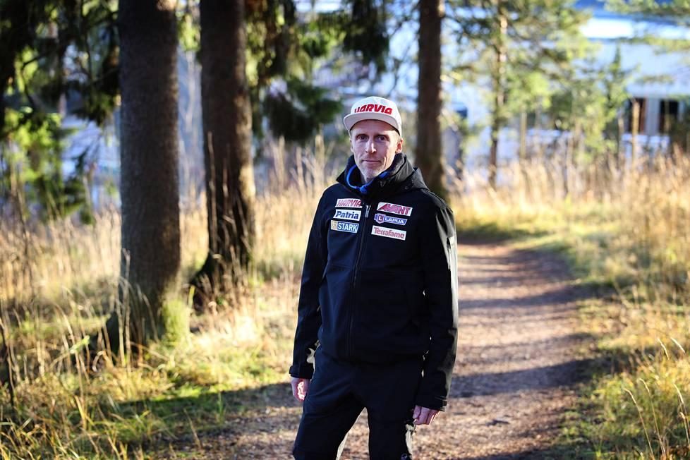 Lahden hiihtostadionin läheinen metsikkö on tuttua lenkkimaastoa Jonne Kähköselle.