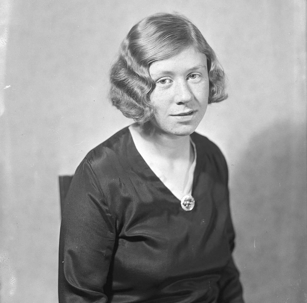 Tuleva runoilija Saima Harmaja vuonna 1931.