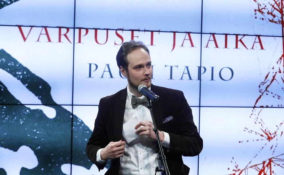 Pauli Tapio hetki palkinnon julistamisen jälkeen.