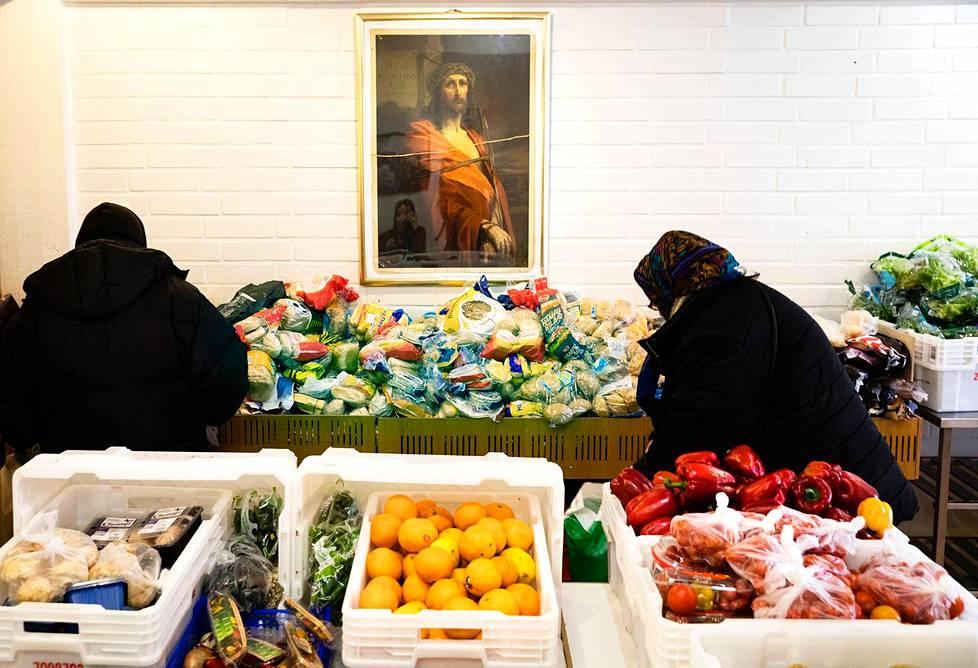 Espoon keskuksessa toimii Manna-Apu, jonka tiloissa näkee heti, että yhdistyksen tausta on uskonnollinen.