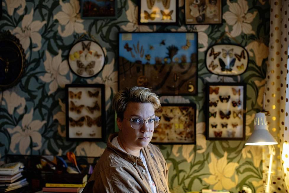 Sarjakuvataiteilija Emmi Valve lopetti alkoholinkäytön kaksi vuotta sitten. Syynä oli se, että pienetkin määrät vaikuttivat voimakkaasti hänen mielialaansa.