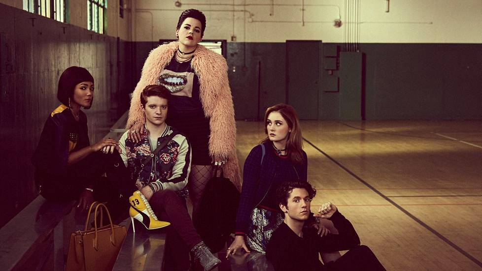 Heather McNamara (Jasmine Mathews, vas.), Heather Duke (Brendan Scannell), Heather Chandler (Melanie Field), Veronica (Grace Victoria Cox) ja J.D. (James Scully) ovat Heathers-sarjan päähenkilöt.
