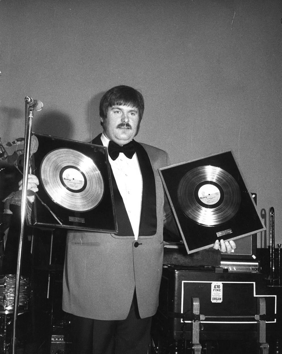 Fredi esitteli jalometallilevyjään vuonna 1974.