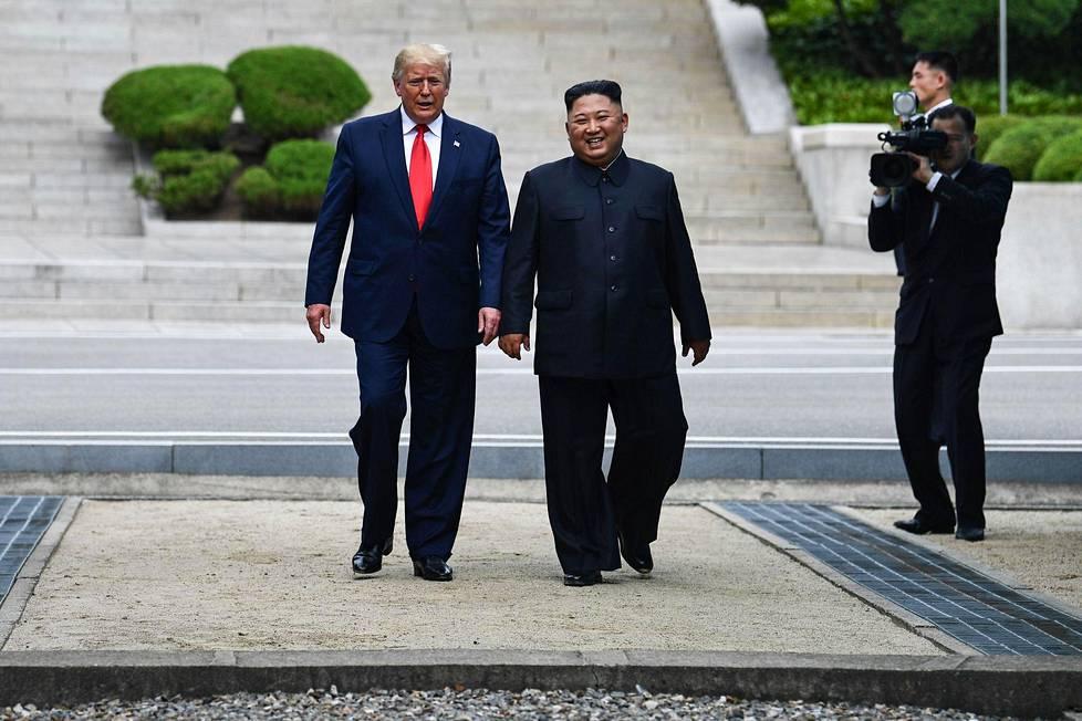 Yhdysvaltain presidentti Donald trump astui Pohjois-Korean puolelle kello noin 9.47 Suomen aikaa.