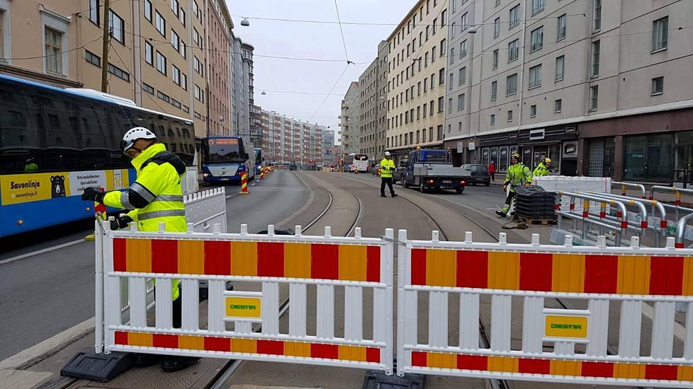Hämeentien remontti alkoi maaliskuussa ja kestää pari vuotta.