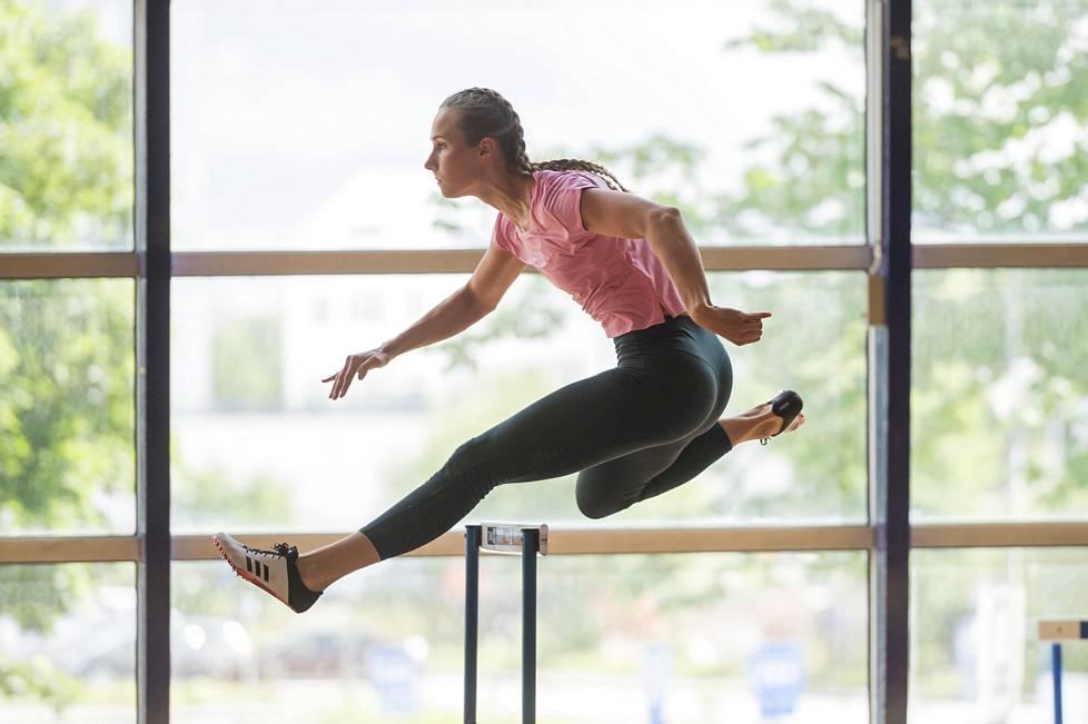 Miia Sillman kilpailee miniottelussa muun muassa 100 metrin aidoissa.
