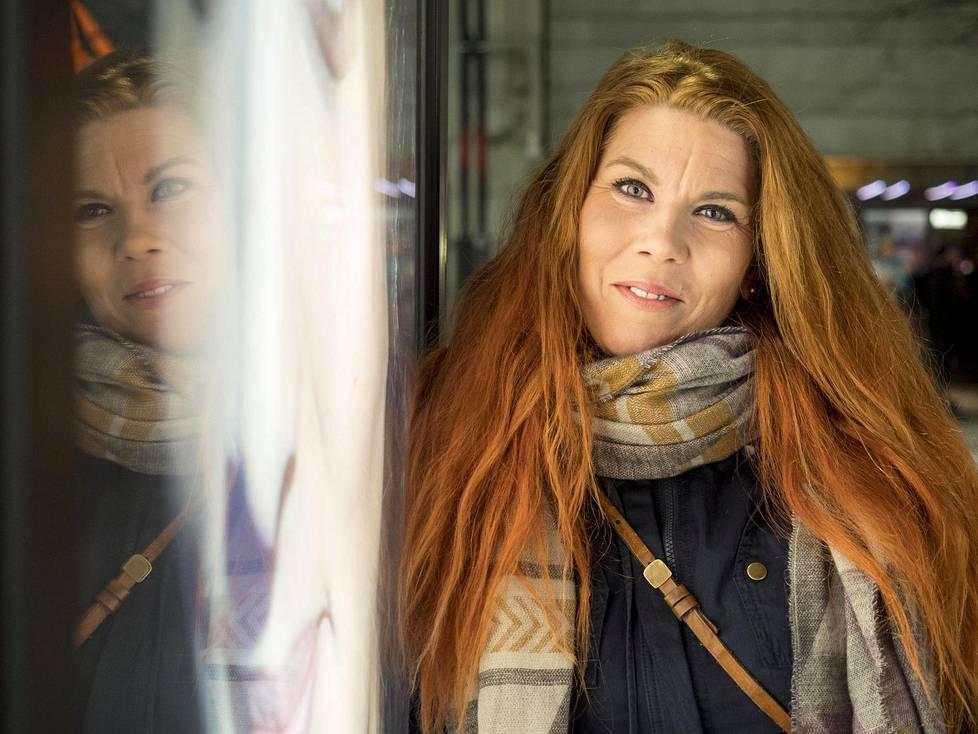 Häpeä teki Hanna Lindistä some-runoilijan ja lopulta yrittäjän.