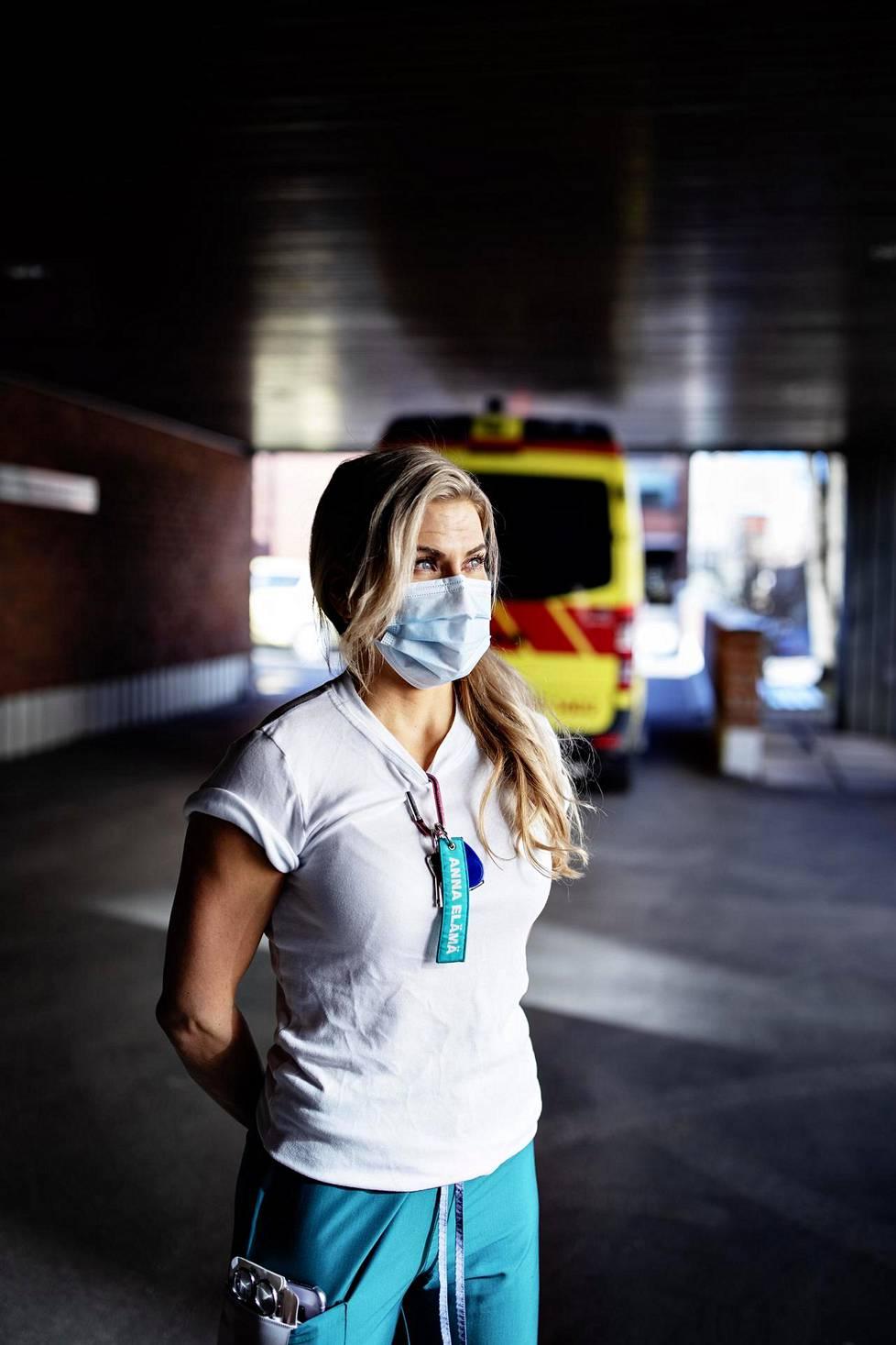 Sairaanhoitaja Saara Kotsalainen työskentelee Töölön tapaturma-asemalla.