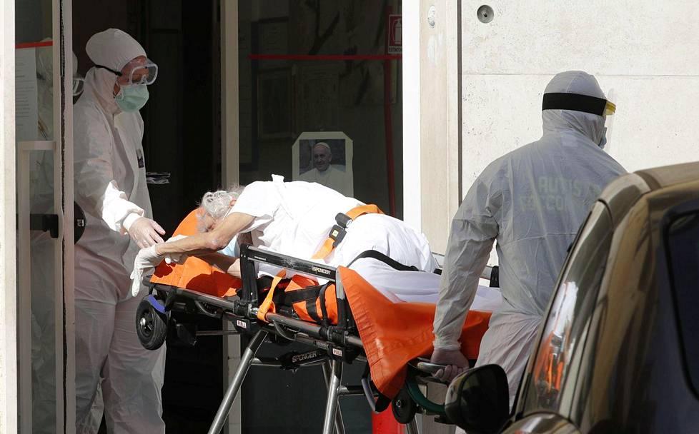 Potilas kuljetettiin pois roomalaisesta hoivakodista 2. kesäkuuta.