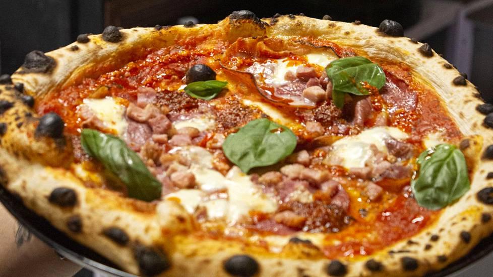 Naplesin pizzoista löytyy luonnetta ja kekseliäitä täytteitä.