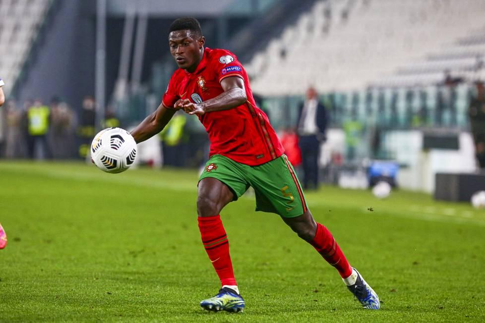 Nuno Mendes on uusi lisä Portugalin vahvaan joukkueeseen.