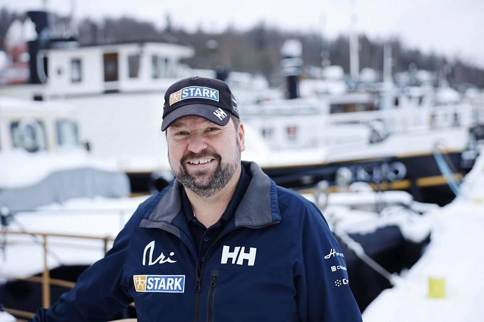 Hollolalainen Jukka Jaskari on taustatukena Ari Huuselan maailmanympäripurjehduksessa. Lahden satama on tuttu paikka Jaskarille.