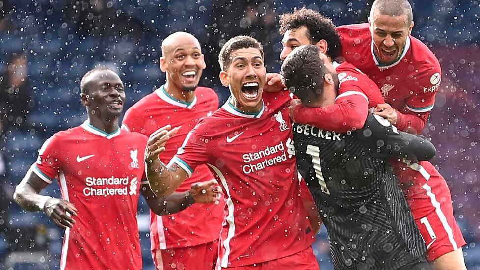 Liverpoolin maalivahti Alisson Becker juhli kulmatilanteesta pukkaamaansa maalia  West Bromwich Albionia vastaan 16. toukokuuta. Lisäajalla tehty historiallinen maali mahdollisesti ratkaisee sen, pääseekö Liverpool ensi kaudella Mestarien liigaan.