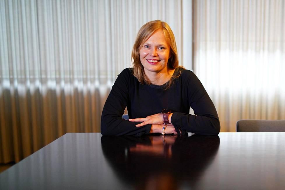 Hanna Kosonen hoitaa tiede- ja kulttuuriministerin tehtävää ensi vuoden elokuuhun. Hänen salkkuunsa kuuluu myös muun muassa liikuntapolitiikka.