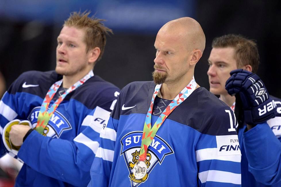 Petri Kontiola (vas.), Jere Karalahti ja Jarkko Immonen pettyivät hopeamitaleihin jääkiekon MM-kisoissa vuonna 2014.