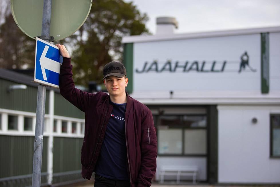 Panu Passiniemi pelaa puolustajana Iisalmen Peli-Karhuissa.