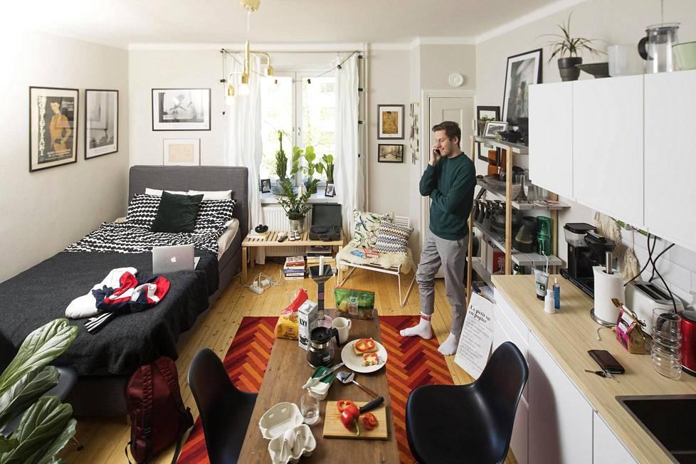 Helsingin Vallilassa asuvan Arttu Jokisen, 25, koti mahtuu yhteen kuvaan, ja EU on jättänyt jälkensä lähes kaikkeen.