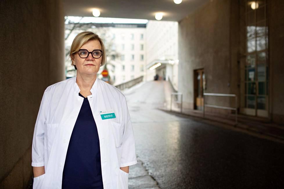 Mervi Väisänen-Tommiska johtaa Husin synnytyslinjaa ja vastaa Naistenklinikalla tulevien synnytyslääkärien kouluttamisesta.