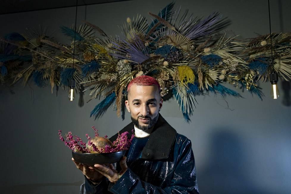 Kozeen Shiwan pyörittää nimeään kantavaa pop up -ravintolaa Kasarmikadulla. Suolakuoressa kypsennetty peruna on hänen bravuurinsa.