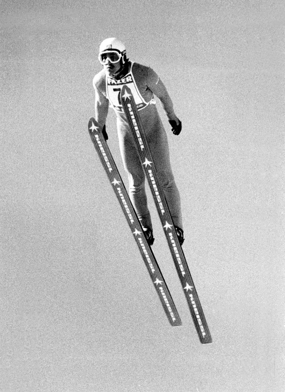 Pentti Kokkonen hyppäsi vuonna 1979 ylivoimaiseen voittoon Salpausselän kisoissa.