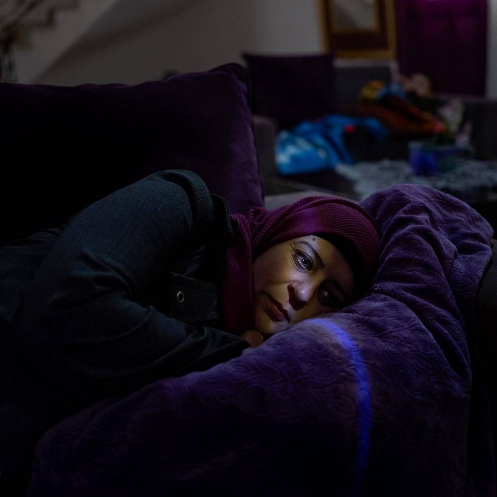 Lydia makaa sohvalla kotonaan Beit Rimassa Palestiinassa. Lydia on koeputkihedelmöityksellä syntyneen viisivuotiaan Majd-pojan äiti. Majdin isä, Abdel Karim, istuu vankilassa 25 vuoden tuomiota, jonka hän sai osallisuudesta Israelin matkailuministeri Rehavam Zeevin murhaan. Karimia on myös rangaistu siemennesteensä salakuljettamisesta ulos vankilasta. Kuvasarjat, 1. palkinto.