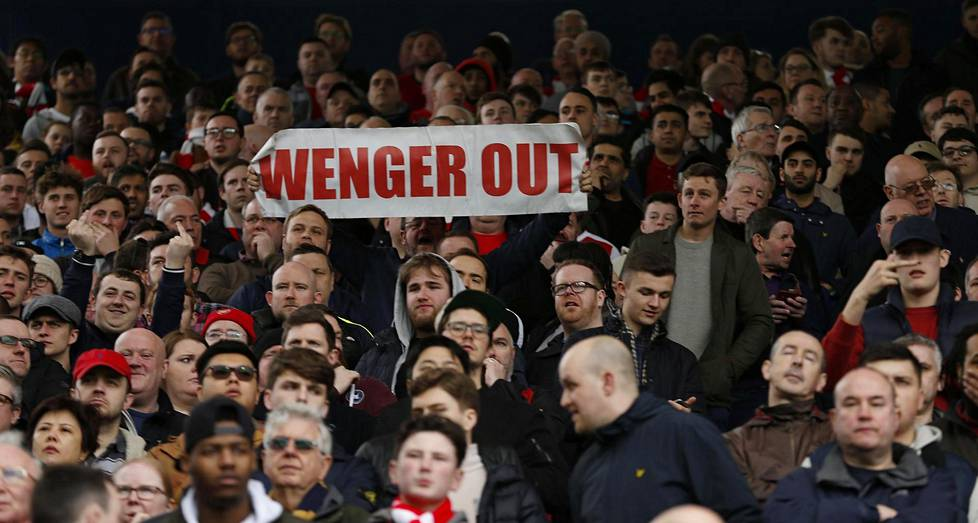 Wenger out -kyltit