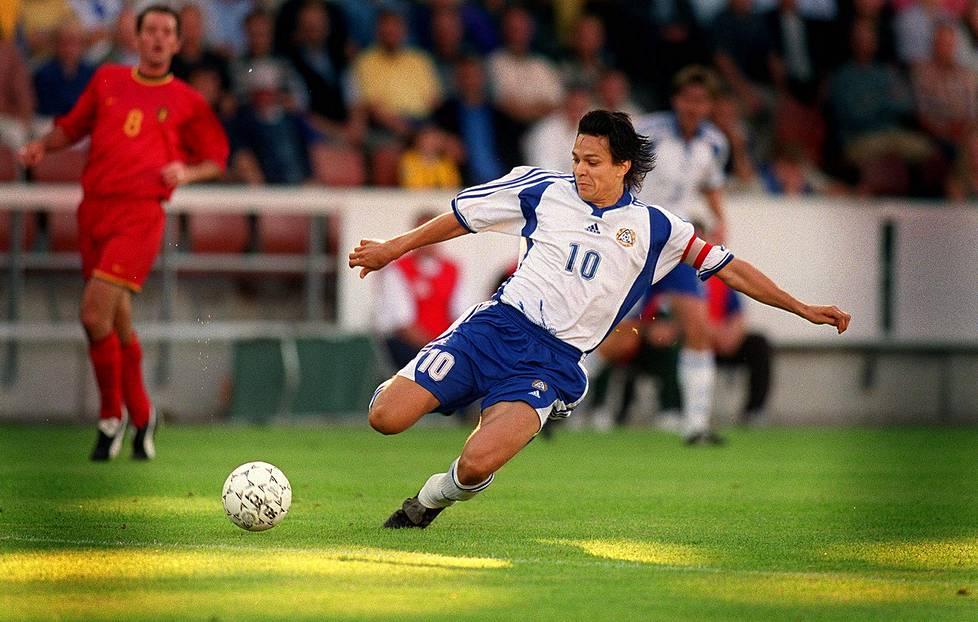 Suomi voitti Belgian harjoitusottelussa Töölön jalkapallostadionilla elokuussa 2001.