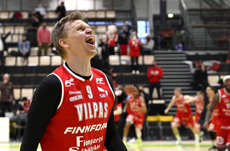 Teemu Rannikon ura päättyi Salon Vilppaan paidassa koripallon Suomen mestaruuteen.