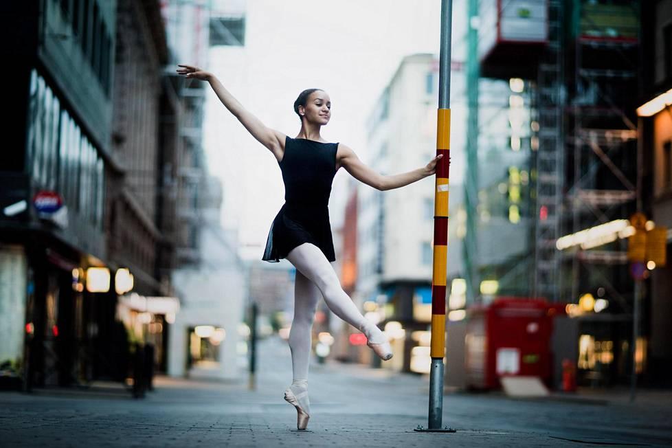lähistöllä tanssijoita käsityö sisään Helsinki