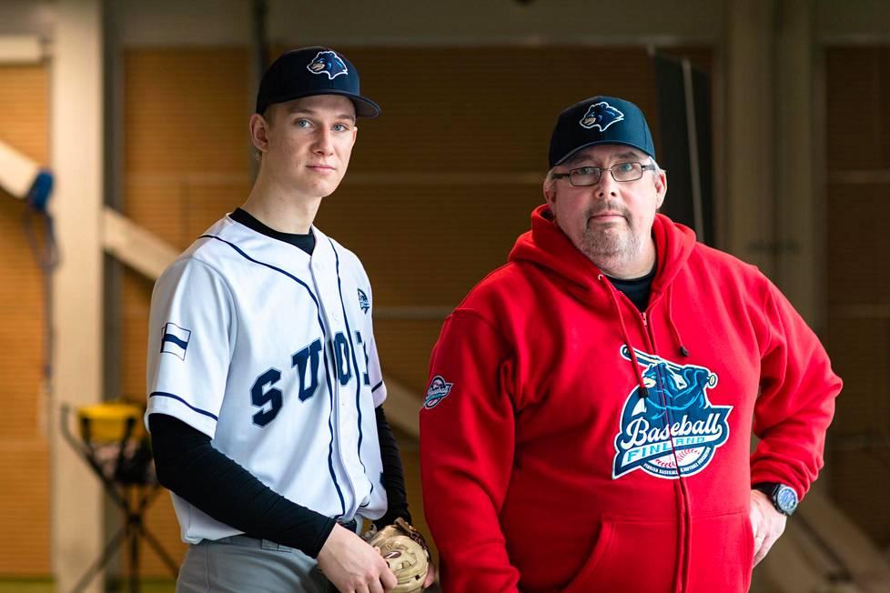 Baseball- ja softball-liiton puheenjohtaja Jukka Ropponen uskoo, että Konsta Kurikalla on mahdollisuudet edetä baseballissa mihin asti tahansa.